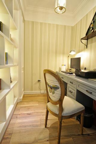 130平美式风格家书房布置图