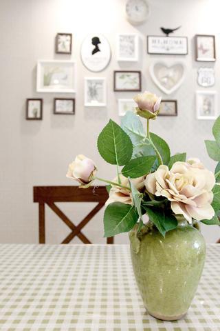 美式风格三居设计花瓶装饰