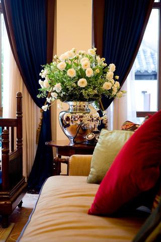 东南亚休闲别墅装修花瓶装饰