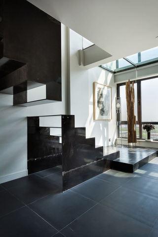 简欧家居别墅 黑色创意楼梯效果图