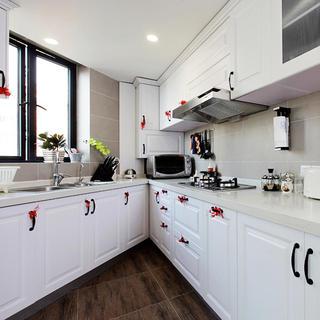 白色简欧风不规则厨房橱柜设计