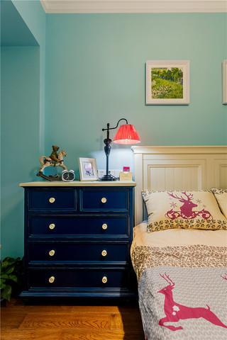 100平美式乡村三居装修床头柜设计图