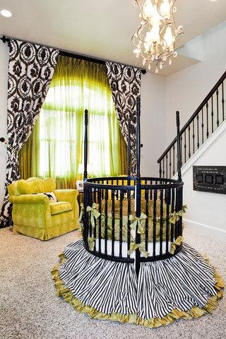 黑色婴儿床图片