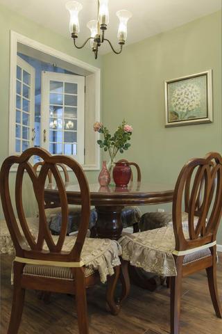 150㎡美式三居装修餐桌椅图片