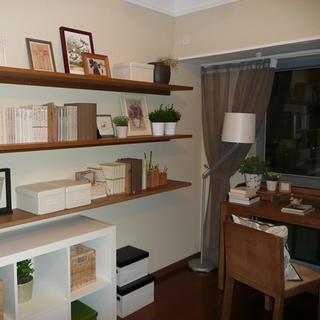 80平简约两居室装修卧室工作区