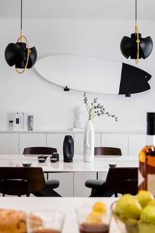 现代简约风格三居室装修餐厅小景