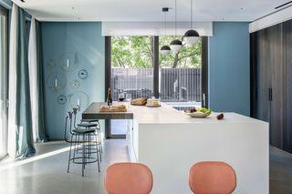 现代混搭别墅厨房装修效果图