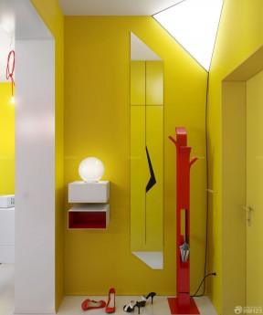 家装黄色墙面入户门装修效果图
