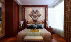 欧式风格卧室软包背景墙样板间