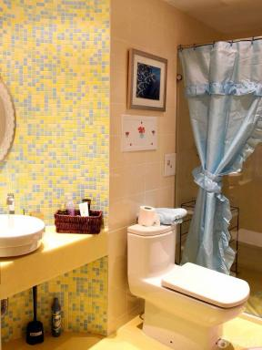 80平米房屋小卫生间墙面马赛克瓷砖装修实景图
