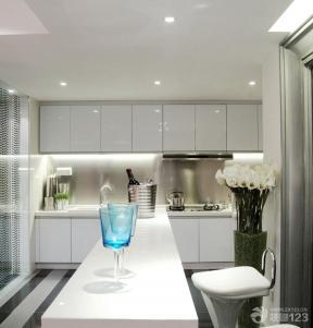 现代风格敞开式厨房装修图片