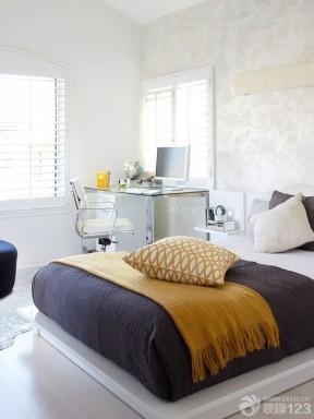 最新90后女生卧室花纹壁纸装修效果图片