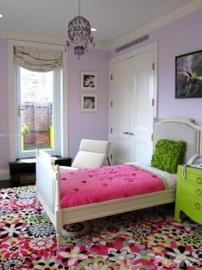 90后女生卧室双开门装修效果图片