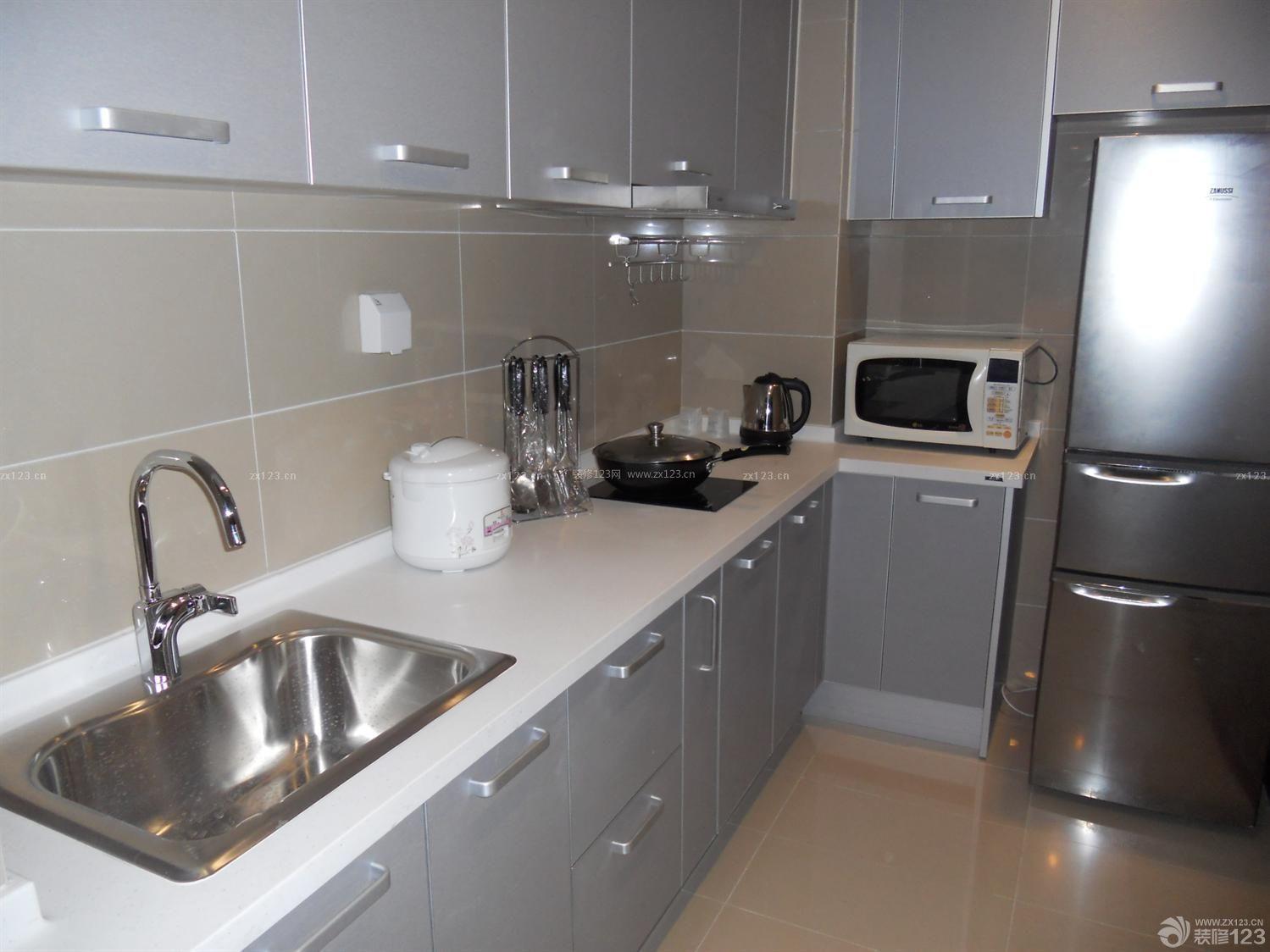 小户型酒店式公寓银色橱柜设计图